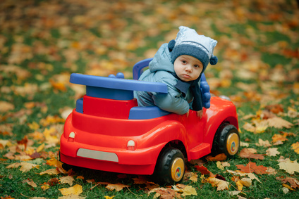 Autowitze Kleinkind im Auto